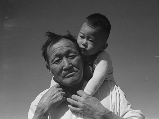 Dorothea Lange's photo of grandfather and grandson of Japanese origin at Manzanar Relocation Center